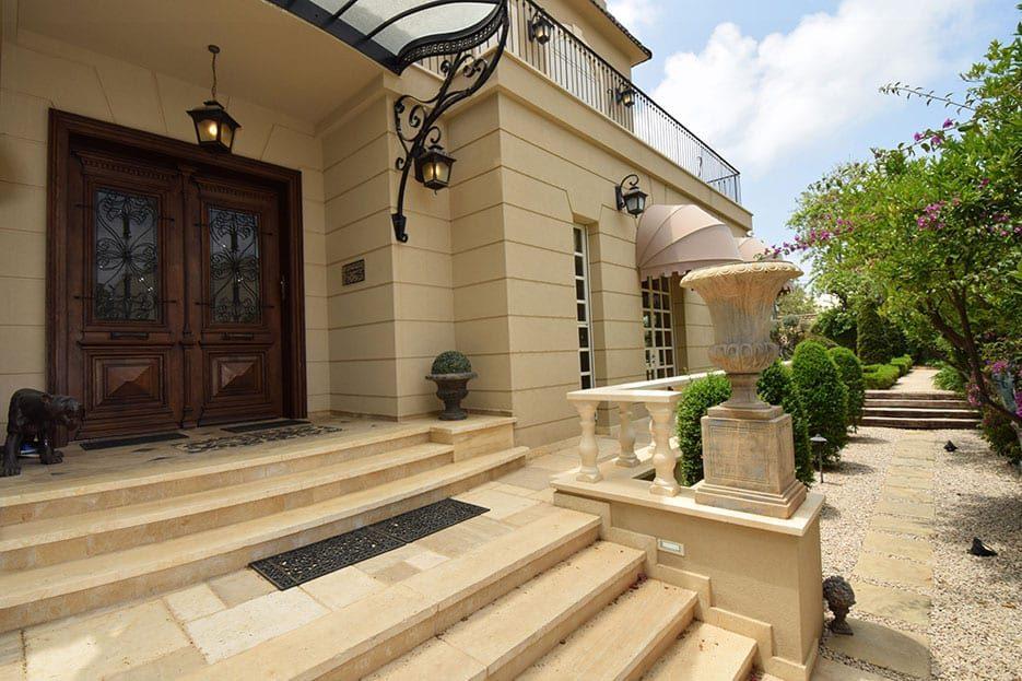 צילום של דלת הבית