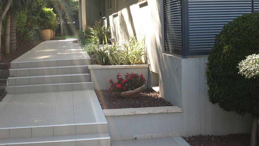 מדרגות חצר