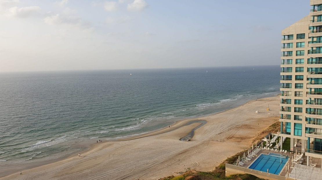 חוף הים ממבט על