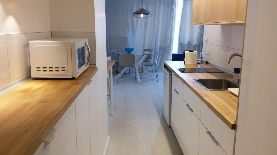 תמונה של מטבח וחדר אוכל