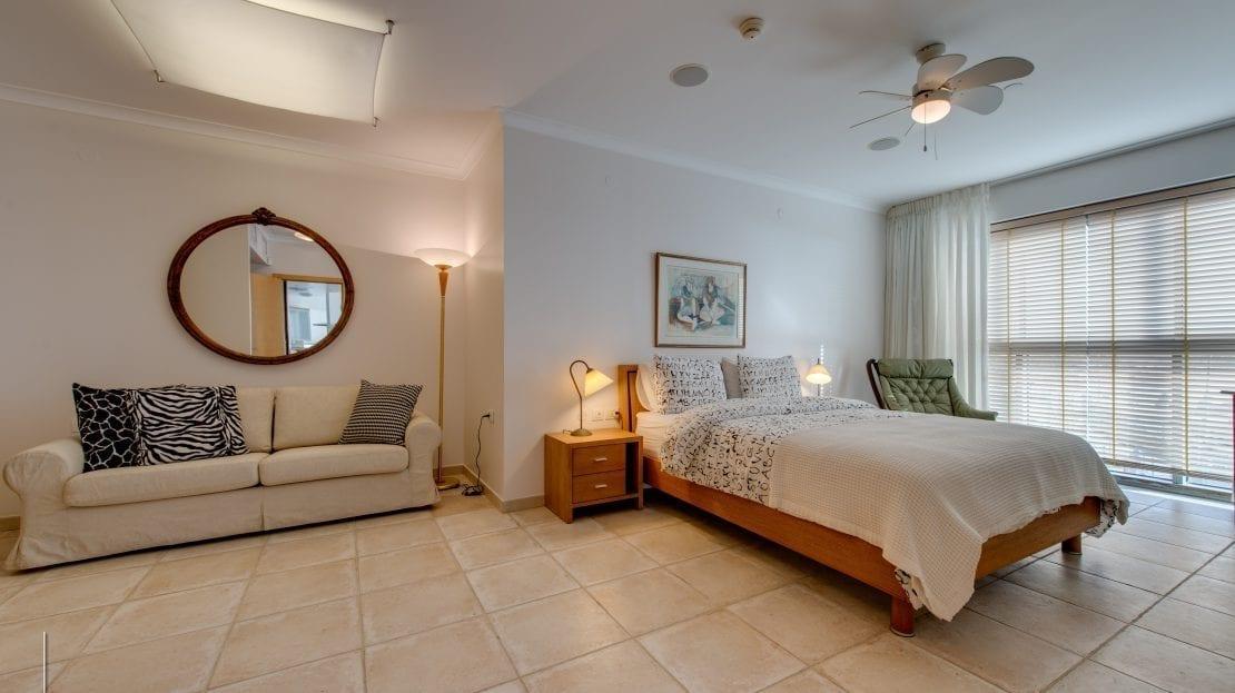 חדר שינה, מיטה וספה