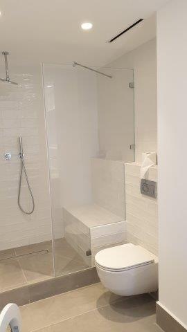 חדר שירותים בדירה במלון דניאל